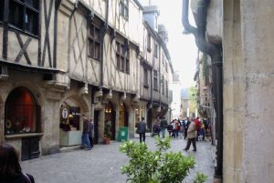 https://commons.wikimedia.org/w/index.php?title=Special:Search&profile=default&fulltext=1&search=Dijon+colombage&uselang=es&searchToken=el67les1gb21yfdnufp2inqi4#/media/File:Dijon_Rue_vieille.jpg